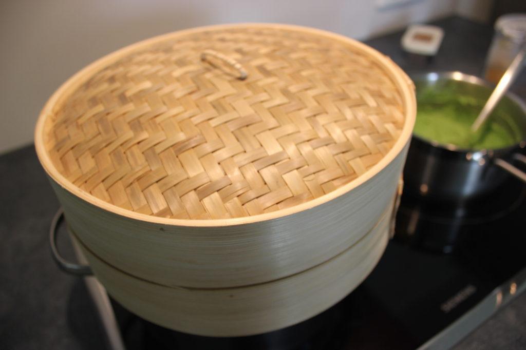 Gesunde Erbsen Bambuskorb