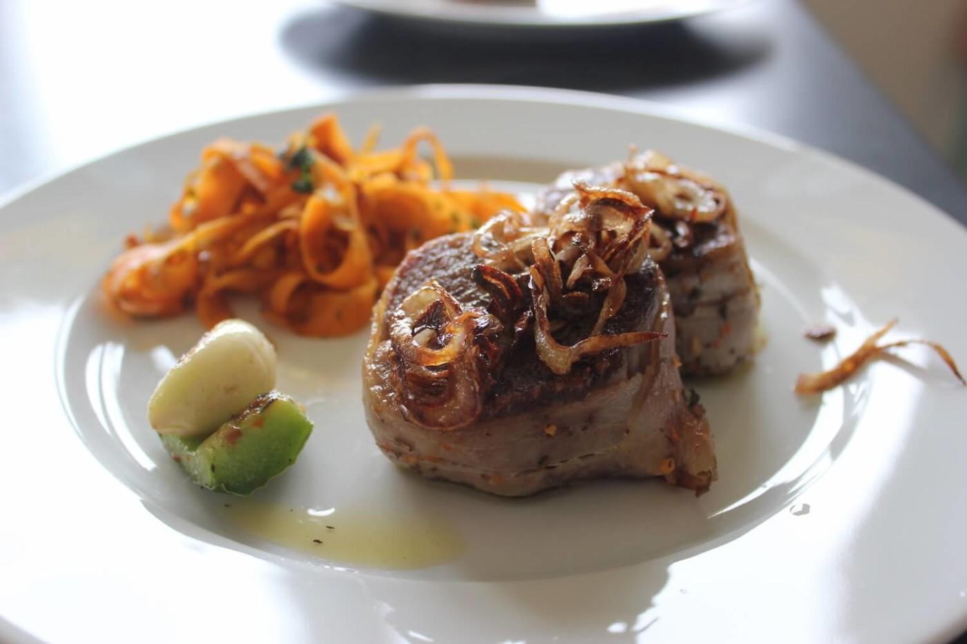 Schweinefilet mit Karottennudeln