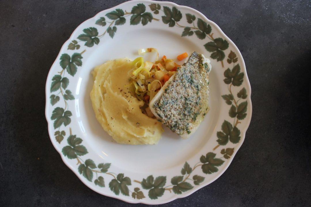 Zander mit Nussbutter auf Gemüsebett und Pastinakenpüree
