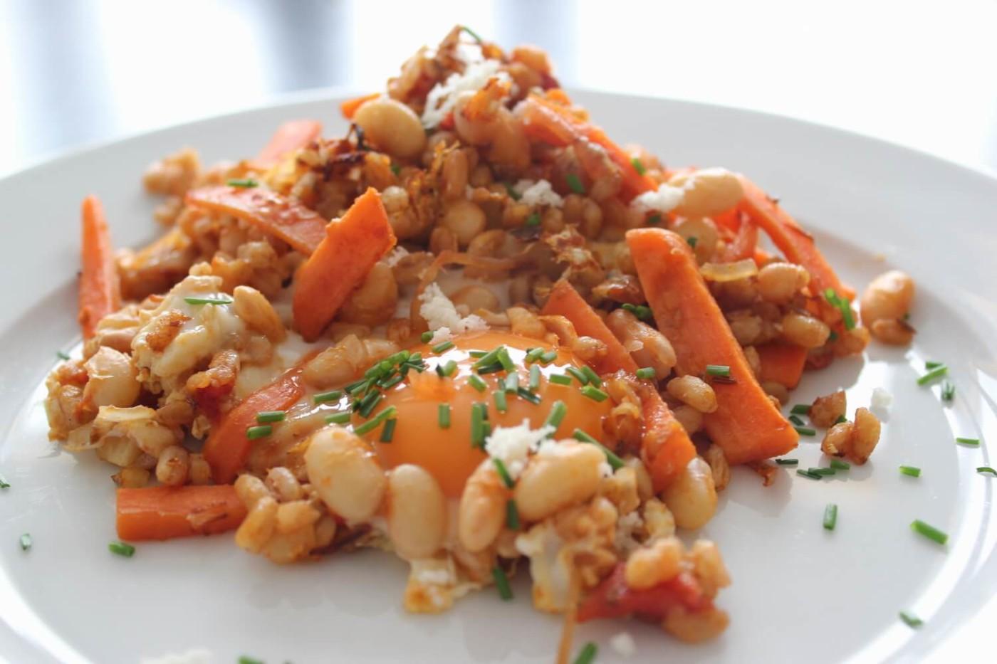 Dinkelreis mit Karotten-Bohnen und Ei